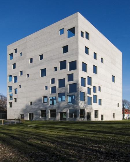http://en.wikipedia.org/wiki/File:Zollverein_School_of_Management_and_Design_3116754.jpg