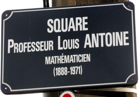 La calle que lleva su nombre en la ciudad francesa de Rennes http://www.espace-sciences.org/explorer/blogs/2012/03/26/louis-antoine-un-mathematicien-aveugle?page=11