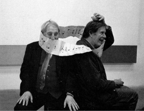 Nicolas Slonimsky y John Cagebromeando con una banda de Möbius (7 de marzo de 1987) http://www.bruceduffie.com/slonimsky.html