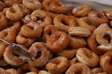 http://commons.wikimedia.org/wiki/File:Rosquillas.JPG