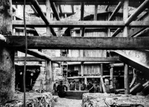 Obras de construcción del metro Transversal. Esteve Terradas Illa. Años '20. Colección Terradas / IEFC . Ref. ACP-4-683 http://www.iefc.es/documentacio/galeria_ferrocarrils/pages/ACP-4-683-cast.php