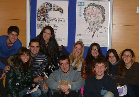 Un grupo de participantes en el concurso al final del acto