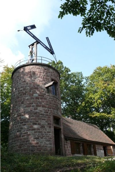 De 1798 a 1852, la torre Chappe en estación de Saverne fue uno de los repetidores de la línea entre París y Estrasburgo.