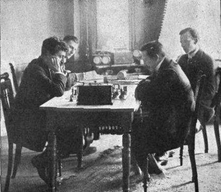 Lasker (izquierda) contra Tarrasch (derecha), partida por el campeonato del mundo (1908)