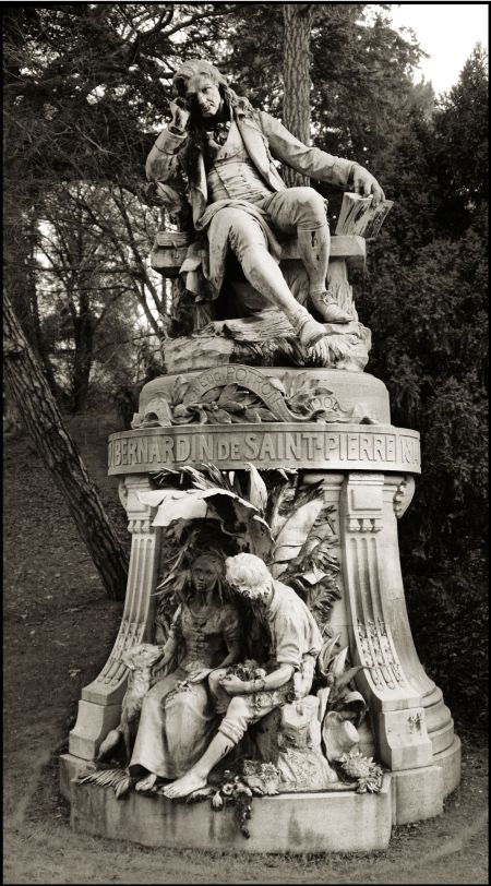 Photo of the Statue of Jacques-Henri Estatua de Bernardin de Saint-Pierre  en el Jardin des Plantes de París.
