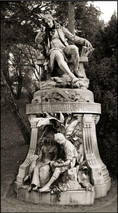 Photo of the Statue of Jacques-Henri Estatua de Bernardin de Saint-Pierre  en el Jardin des Plantes de París.