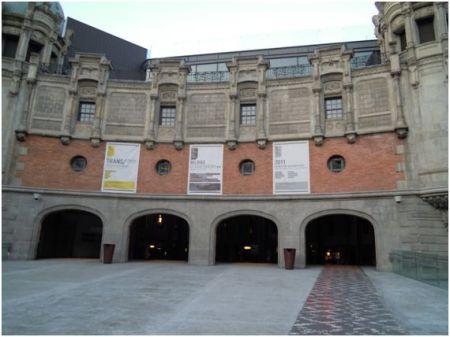 Fig. 1. Alhóndiga Bilbao. Año Internacional de la Química 2011