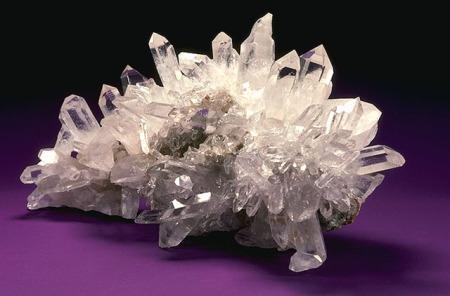 http://ciencia.diariodeavisos.com/2014/02/10/los-cristales-esenciales-desde-el-adn-al-grafeno/