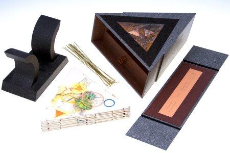 Los diversos componentes del libro http://danielkelm.com/core/galleryfullsize/97/3