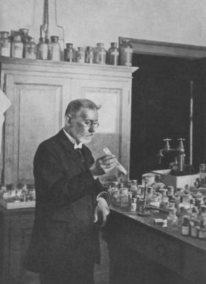 Paul Ehrlich en su laboratorio (Frankfurt), 1910
