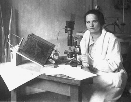 Marietta Blau, Institute for Radium Research de Viena, 1925 http://jwa.org/media/blau-marietta-still-image