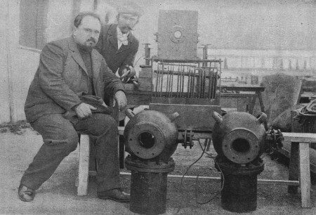 louis-boutan-on-left-with-his-dual-carbon-lamps