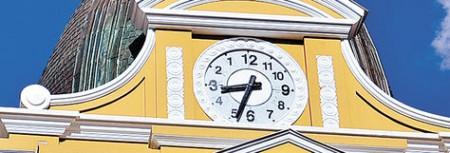2014-06-24-al-menos-200-relojes-con-la-numeracion-y-giro-de-manecillas-al-reves-fueron-entregados-en-la-cumbre-del-g77china