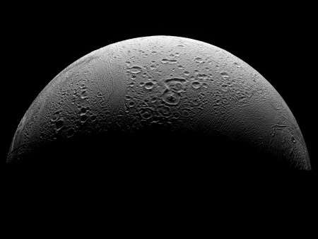 1024px-PIA08409_North_Polar_Region_of_Enceladus