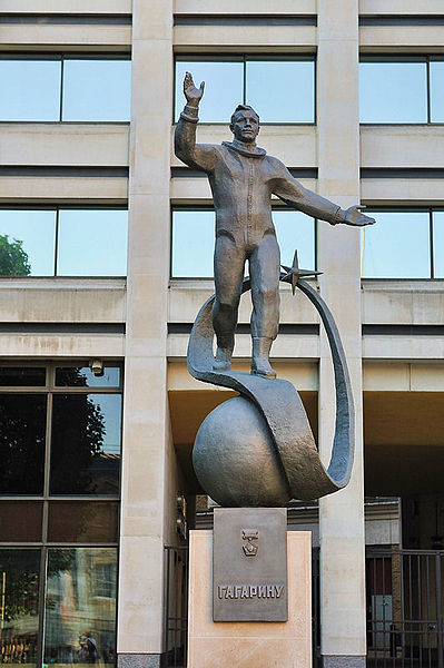399px-Gagarin_statue_london