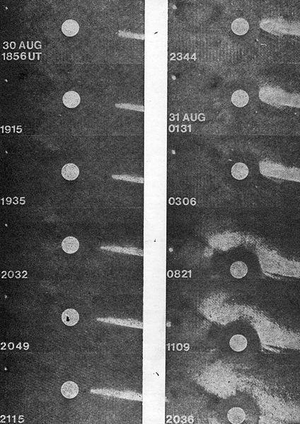 Fotos de Comet Howard-Koomen-Michels (1979 XI), mediante 08.30.1979, el P78-1 satélite militar. Son mostrados próximos momentos previos a la colisión de un cometa con el Sol Foto publicada por Urania mensual Sociedad Polaca de Amigos de la Astronomía, No. 4, diciembre de 1982, la foto en el otro lado de la cubierta.