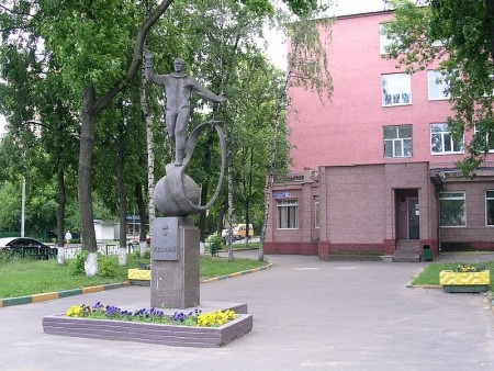 800px-Yuri_Gagarin_Monument_in_Lyubertsy
