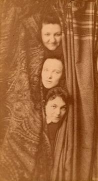 Mary Frances Winston (en el centro), con Grace Chrisholm y Margaret Malloy