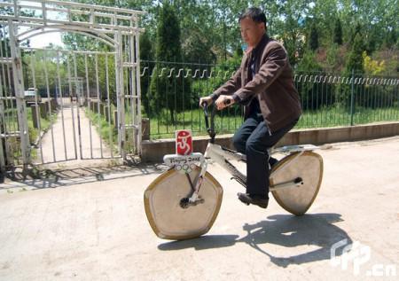 Guan Baihua y su especial bicicleta (China, 2009)