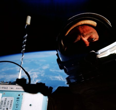 Buzz_Aldrin_EVA_Selfie