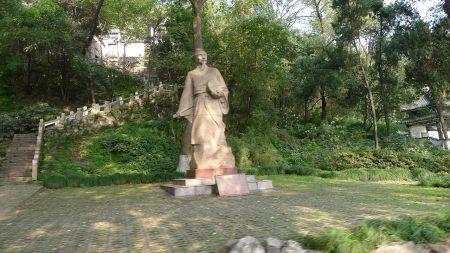 Estatua de Zu Chongzi en el parque Tinglin en Kunshan.