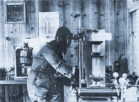 Ukichiro Nakaya en su laboratorio.
