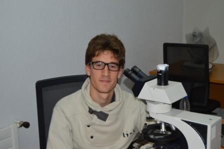Irudia: Beñat Intxauspe geologoa. (Argazkia: Alagala euskera taldea).
