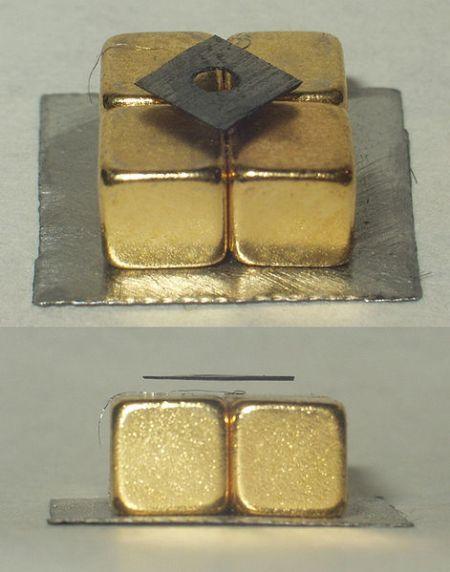 2. irudia: Lebitazio diamagnetikoa, neodimioko imanak erabiliz. Iturria: Wikipedia.